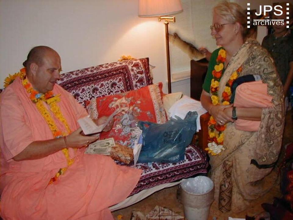 Art of attracting the mercy of Caitanya and Nityananda